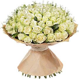 Букет из белых 80 сантиметровых роз