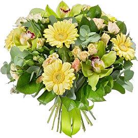 Букет из кустовых кремовых роз