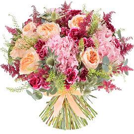 Букет из розовых астильбов