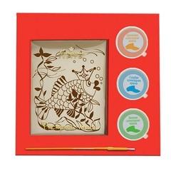 """<h4> Шоколадная раскраска """"Рыбка""""</h4><br/> <p>Шоколадная раскраска — это оригинальный, удивительный и очень аппетитный подарок. Основу рисунка составляет бельгийский белый шоколад, краски для творчества также являются шоколадными. Размер подарка: 22 х 22 х 1 см, вес: 190 гр.м</p>"""