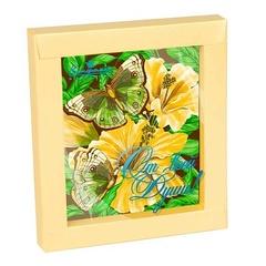 """<h4>Шоколадная открытка """"Райские бабочки""""</h4><br/> <p>Открытка выполнена из высококачественного горького шоколада, как и красочный нежный рисунок, украшающий её. Такой подарок - стильное дополнение к весеннему букету. Размер открытки  19 х 16.5 х 1.5 см, вес: 100 гр.</p>"""