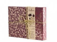 """<h4>Шоколадные конфеты  """"Ореховая фантазия""""</h4><br/> <p>Шоколадные конфеты """"Ореховая фантазия"""" - это элитная коллекция орехов в шоколаде. Такой подарок станет изысканным дополнение к цветам и подчеркнём благородство ваших чувств. Размер: 29 х 21 х 4 см, вес: 400 гр.</p>"""