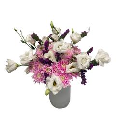 Букет из 9 белых лизиантусов и 9 розовых хризантем
