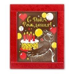 """<h4>Шоколадная открытка """"С Днём рождения!""""</h4><br/> <p>Эта аппетитная шоколадная открытка станет отличным дополнением к букету на день рождения. Её основа выполнена из высококачественного горького шоколада, рисунок нанесён специальными шоколадными красками, что делает открытку не просто вкусным, но и оригинальным подарком. Размер: 12 х 15 х 1 см,вес: 100 гр.</p>"""