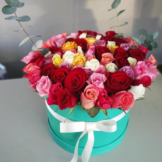 75 роз в шляпной коробке
