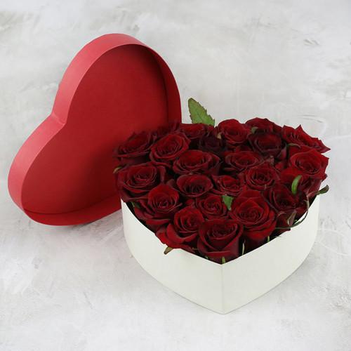 25 красных роз в сердце