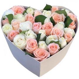 Розы в коробке сердечко