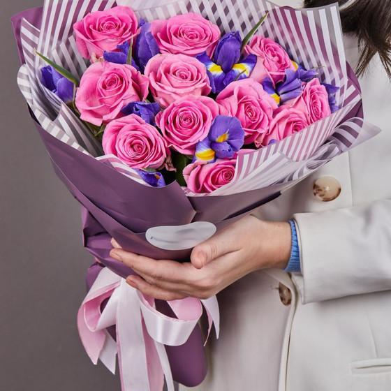 Розы с ирисами