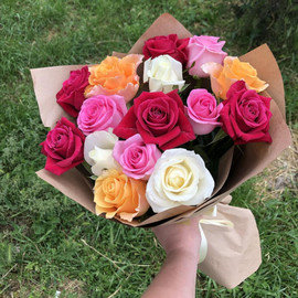 15 роз микс в крафте