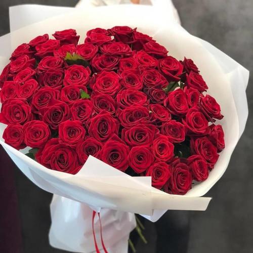 Букет из красных роз Голландия в крафте