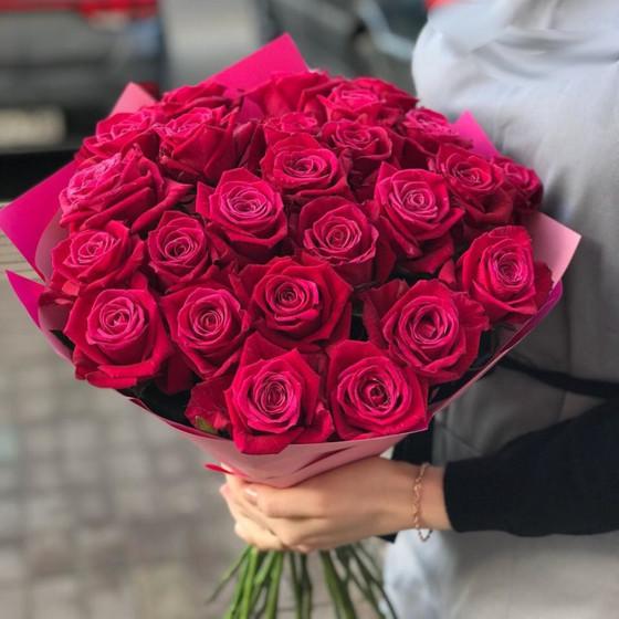 Букет из 25 малиновых роз