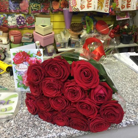 Букет из бордовых роз.