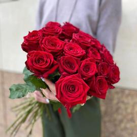 25 алых роз под ленту