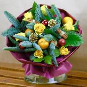 """Букет """"Желтые розы и мандарины в зимнем стиле"""""""