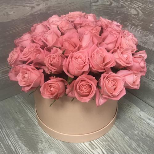 Коробка с цветами из 51 розы «Розовые розы Анна Карина»
