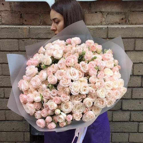Букет нежной кустовой розы