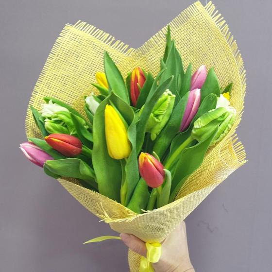 Букет микс 15 тюльпанов