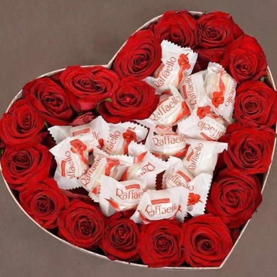 Розы в коробочке с Рафаэлло