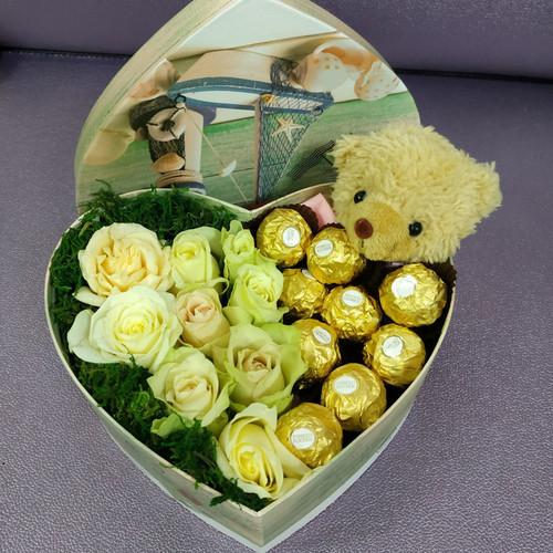 Мишка с розами и ферреро роше