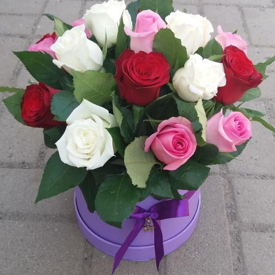 Коробка из 17 цветных роз