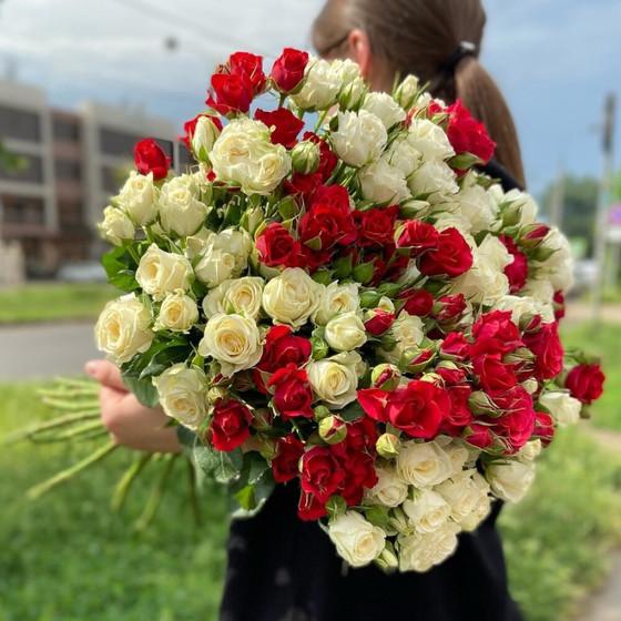 Букет кустовых роз 19 веток