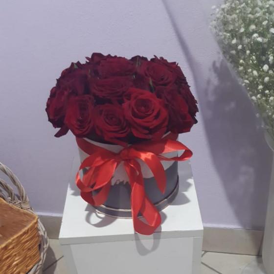 25 роз в коробочке