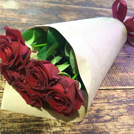 5 красных роз 60 см
