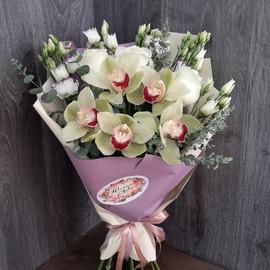 Букет Сборный из орхидеи и эустомы