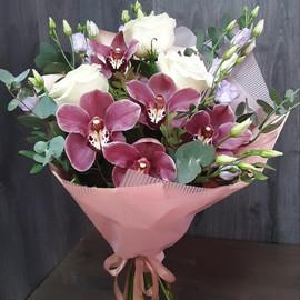 Букет Сборный из орхидеи, белых роз и эустомы
