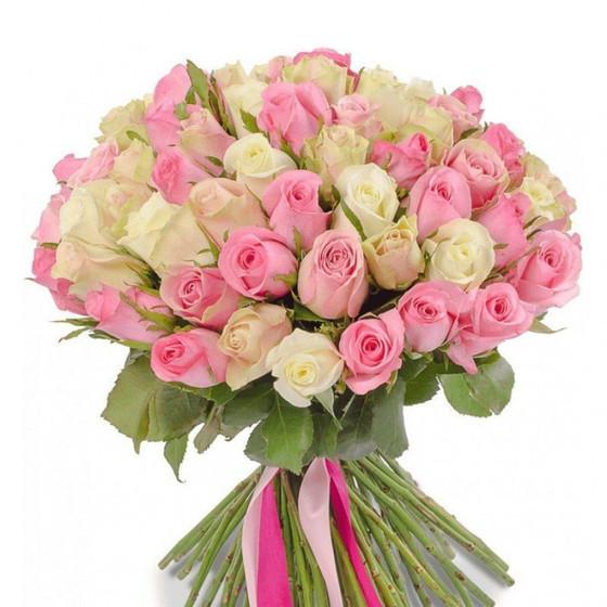 Охапка белых и розовых роз (40 см)