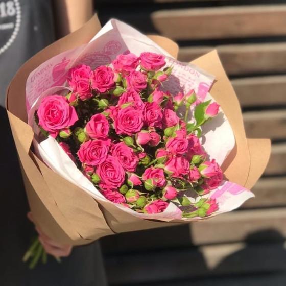 Комплимент из розовой кустовой розы