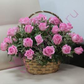 Букет «35 розовых роз Ревиваль в корзине»