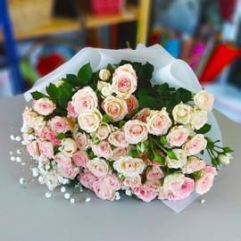 Нежный букет из кустовых роз