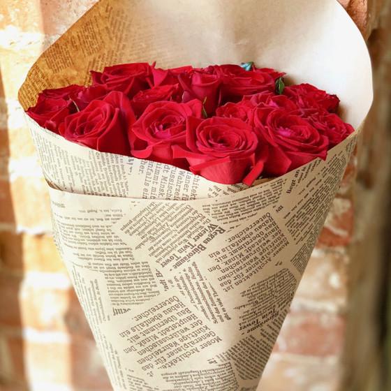 Алые розы в крафте