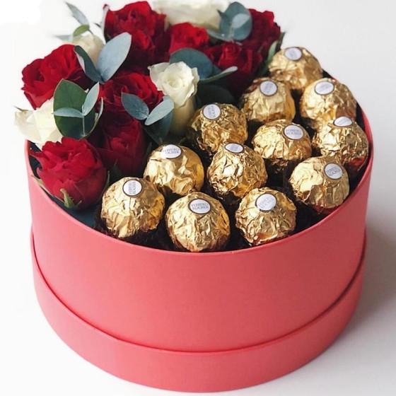 Цветы в коробке с Ферреро Роше