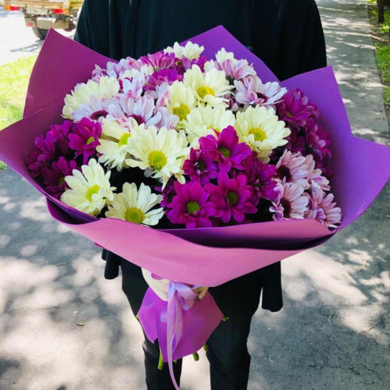 Букет из свежих  хризантемы микс
