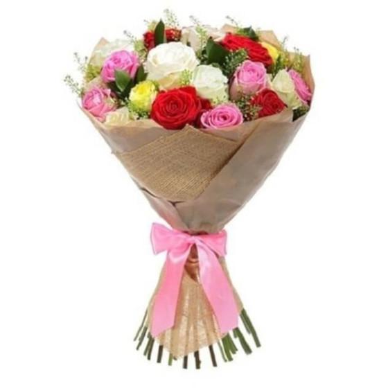 Букет из роз разноцветных