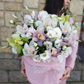 """Цветы в коробке """"Притяжение любви !"""""""