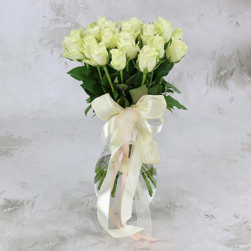 Букет из 25 белых роз 40 см