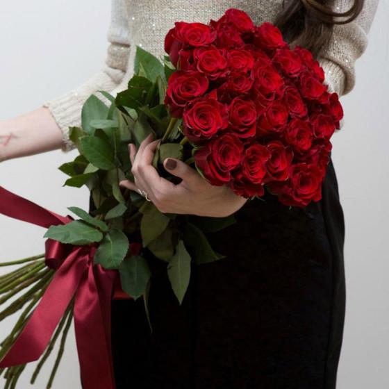 Красные розы 15 штук