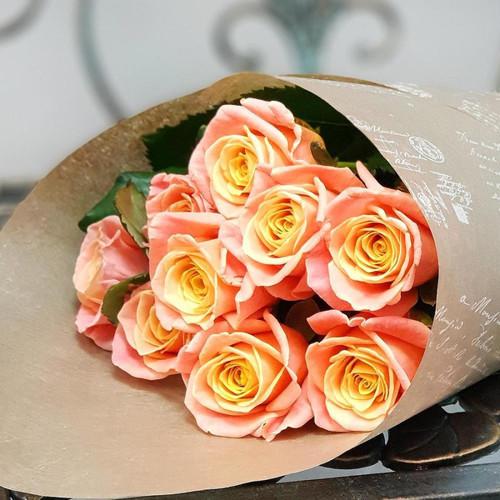 9 коралловых роз