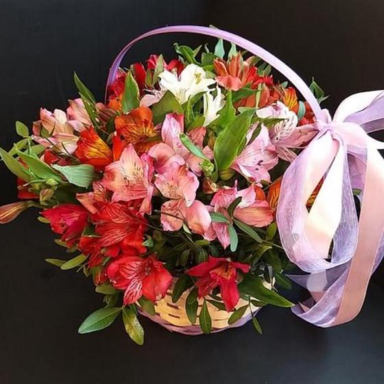 Корзина с цветами «Самой любимой»