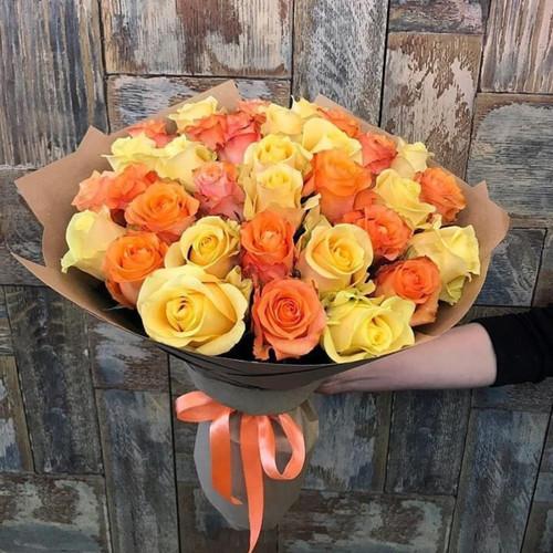 Букет из 25 желто-оранжевых роз