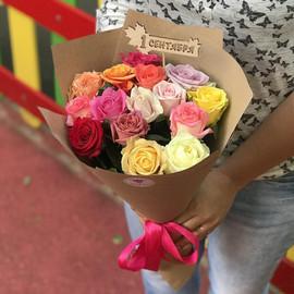 15 разноцветных роз на 1 сентября