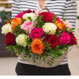 """Букет """"Корзинка микс розы яркий"""""""