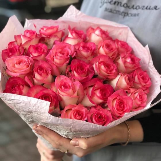 Букет из 25 роз сорта Джумилия