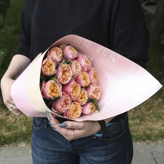 """Букет из 15 пионовидных розы """"Вувузела"""""""