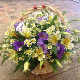 Корзинка из сборных цветов