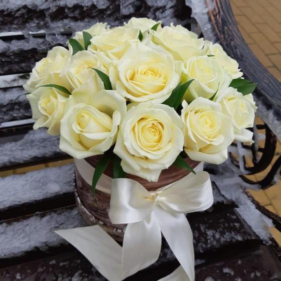 Коробка шляпная с белыми розами