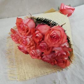 Букет 11 роз в натуральной упаковке